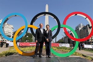 IOC Members in front of the Obelisco © BAYOG